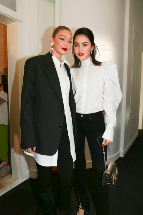 Gigi Hadid และ ดาวิกา โฮร์เน่ A Tribute to Karl Lagerfeld fashion style celebrity